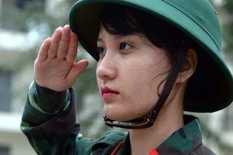 越南女兵秀气斯文却绝不能小瞧
