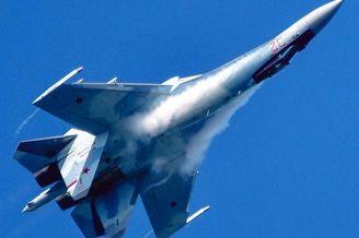 俄军苏-35S战斗机空中玩起特技
