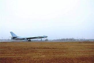 中国海军轰6G轰炸机跨昼夜飞训