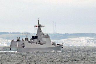 西安舰经英吉利海峡遭英舰尾随