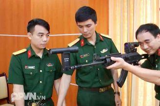 越南曝配夜视瞄具版加利尔步枪