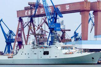 ?#19968;?#19996;船厂紧张舾装071登陆舰