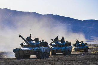 我陆军96A坦克跨昼夜战术演习