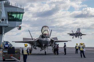 英国F-35B首次降落女王号航母