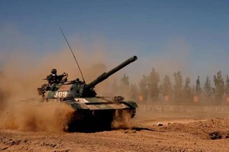 我軍88B坦克漫卷狂沙席卷疆場