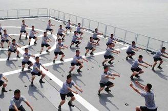 体能训练!来看舰艇兵花式健身