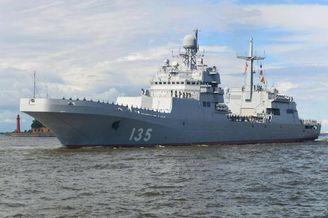 俄烂尾登陆舰将参加海军节