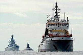 俄海军两艘万吨战舰用拖轮预备
