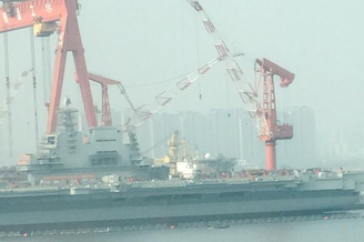 国产002航母就剩盾上面脚手架