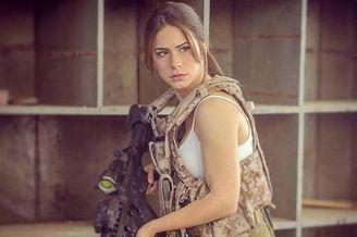 以色列女兵退役后成为当红模特