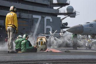 磨刀霍霍!美军航母在西太演练