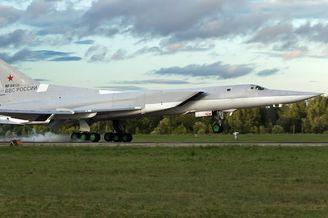 俄军逆火轰炸机重大事故3死1伤