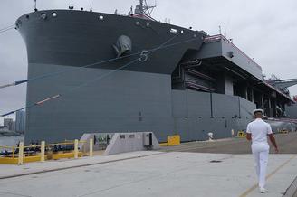 来南海挑衅?美9万吨战舰服役