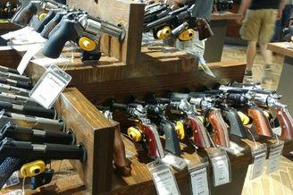 美国枪店如超市买家随便选挑