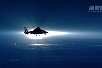 美如画!解放军直升机夜航训练