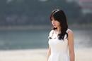 柳岩白裙开录节目 身材凹凸有致魅惑十足