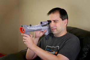 气势十足:网友改造旧游戏机光线枪可在液晶电视上使用
