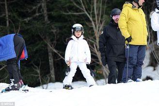 小七白色滑雪服可爱
