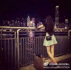 夏天与少年            姑娘与青衫                              你我相守相望百年 http://t.cn/RyhHwW8 