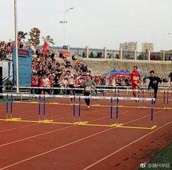 #滁州学院第十二届运动会# 你的汗水洒在跑道,浇灌着成功的花朵开放。你的欢笑飞扬在赛场,为班争光数你最棒。跑吧,追吧 在这广阔的赛场上,你似骏马似离铉的箭。加油!加油! http://t.cn/R2dLdit 