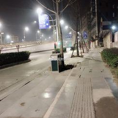 """""""一个人的街头,莫名的心酸到想哭"""" http://t.cn/R7TnlC1 """