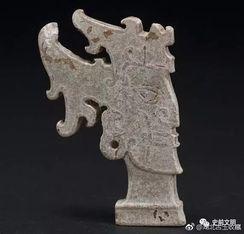 石家河玉由世俗转向神玉,商代由神玉再向世俗转换,思想在转换的时期是文化暴发的时期,代表着历史在经历跨越式发展。这时的器物最美 http://t.cn/R2WJ2Tc 