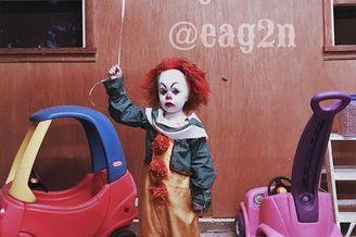 17岁摄影师把弟弟打扮成小丑